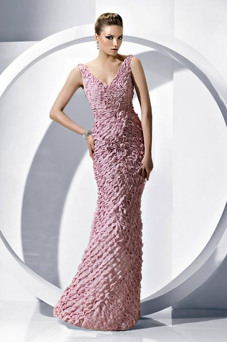 платье на выпускной сv-образным вырезом