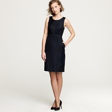 классическое черное платье без рукава