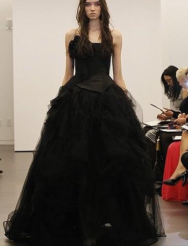 Свадьба в королевском стиле – черный цвет невесте был к лицу