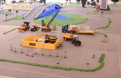 модели тракторов и эксковаторов радиоуправляемые