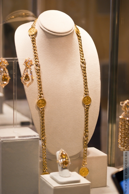 Комплект - золотая цепь, кольцо и серьги с желтыми бриллиантами