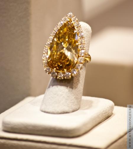 перстень с желтым бриллиантом