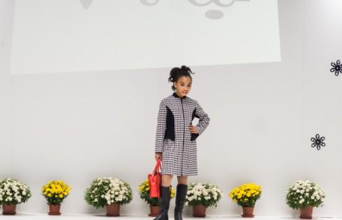 классическое осеннее пальто для девочки Vitacci