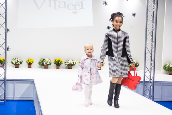 осенние пальто для девочки Vitacci