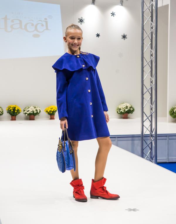 синее осеннее пальто для девочки Vitacci