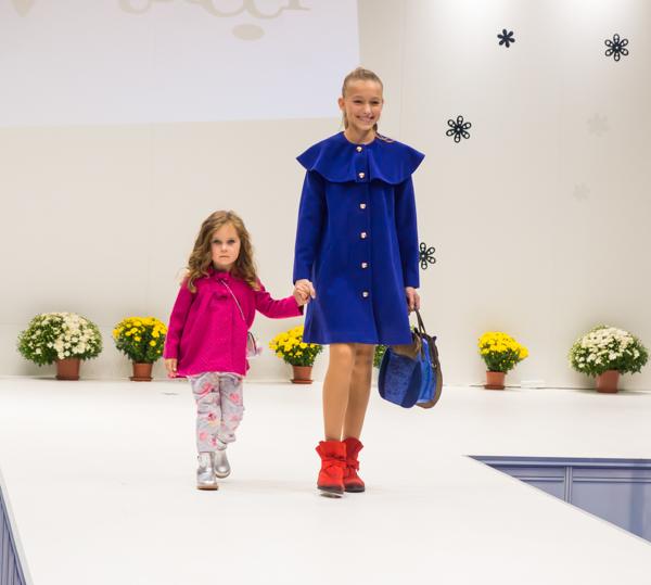 синее и красное осенние пальто для девочки Vitacci
