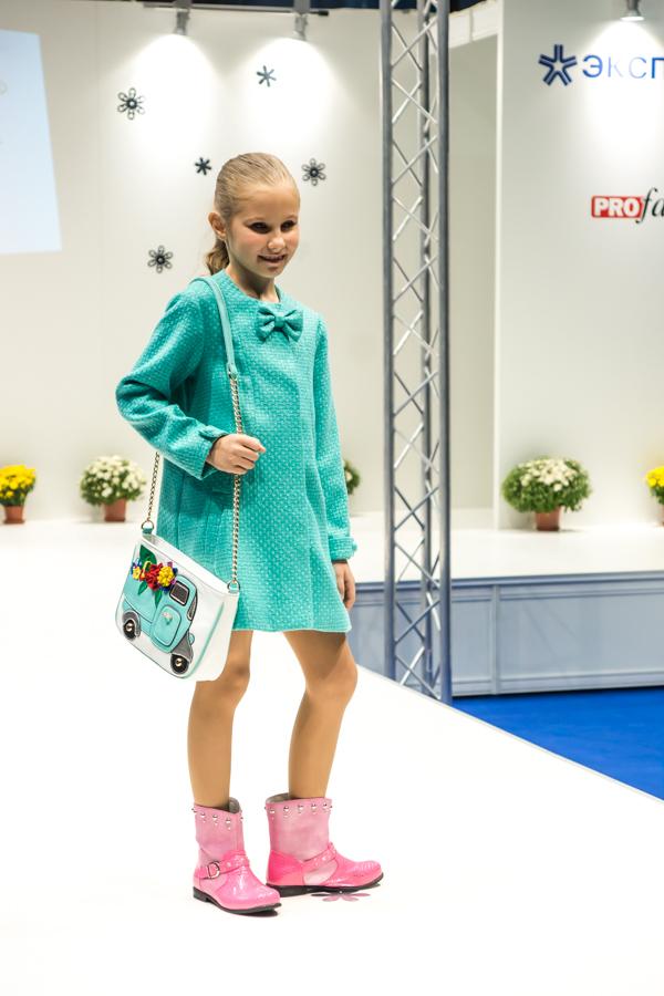 осеннее пальто для девочки Vitacci