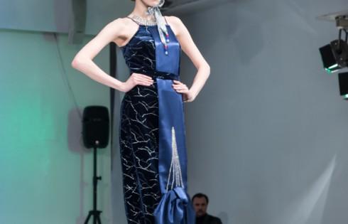 вечернее платья для костюмированного бала с украшением Шуховская башня