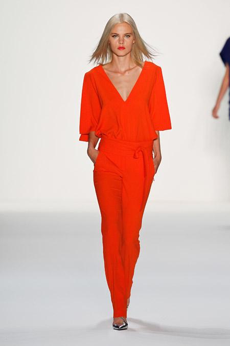 оранжевый женский костюм Laurel 2014