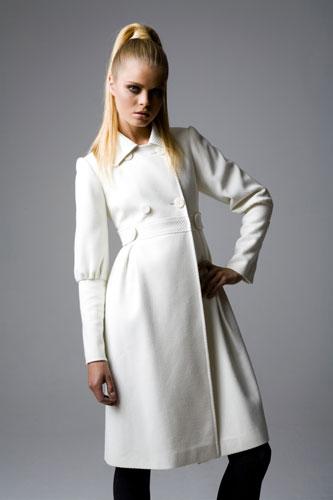 пальто демисезонное белое