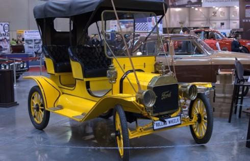 Ford T желтого цвета