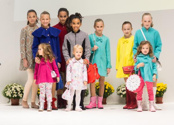Осенняя коллекция детской одежды для девочек Vitacci