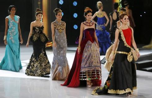 участницы Мисс Мира 2013 на подиуме Топ Модель