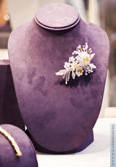 брошь с драгоценными камнями из коллекции Элизабет Тейлор