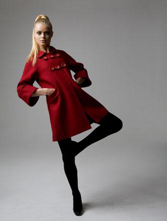 женское демисезонное пальто красное