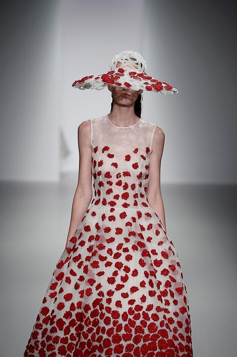 платье с декором весна