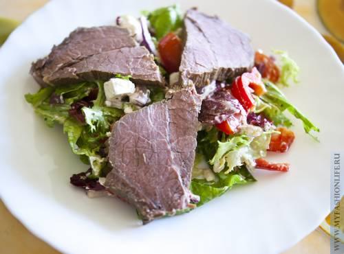 Болгарский салат с отварной говядиной