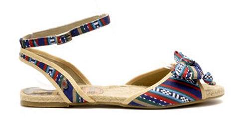 цветные сандалии из ткани