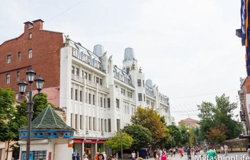 Здание гостиницы и там же консульство Германии