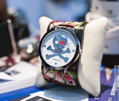 молодженые женские гламурно роковые часы