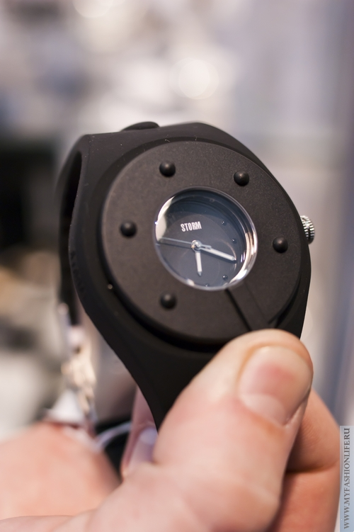 стильные молодежные часы фирма STORM