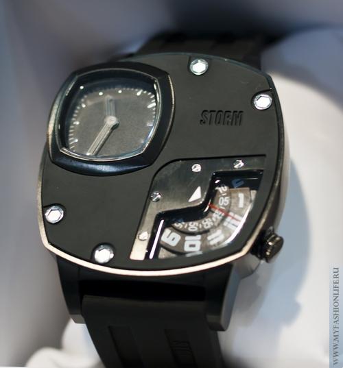 модные молодежные часы фирма STORM