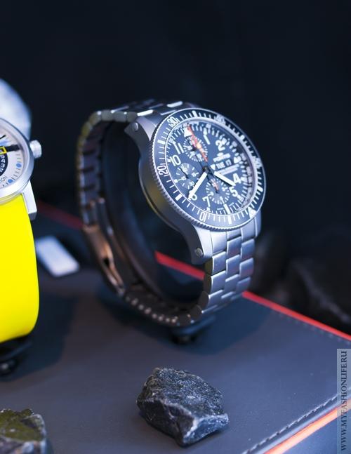 классические мужские часы - подойдут и для туризма